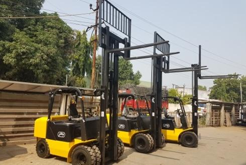 Express Global Logistics Going Green with Electric Forklifts