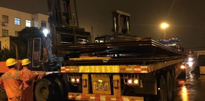 Columbia Pro-Rail Transport Services Load Steel Plates in Shanghai