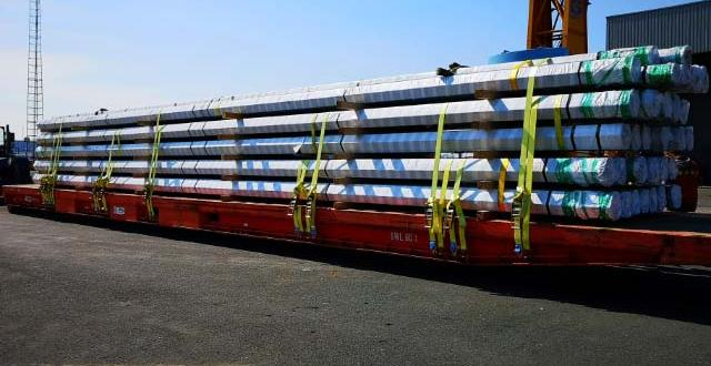 Europe Cargo with Loading of Pipes