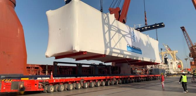 C.H. Robinson Transports 4 Modules to Port by SPMTs