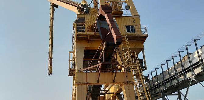 Megalift Shifts Two 31m Mechanical Unloaders in Malaysia Industrial Port