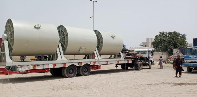 Star Shipping Busy De-Stuffing Cargo in Karachi