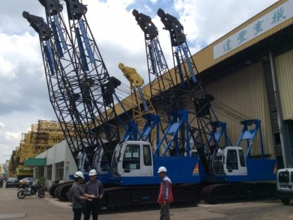 Transmodal Deliver Crawler Cranes from Singapore to the