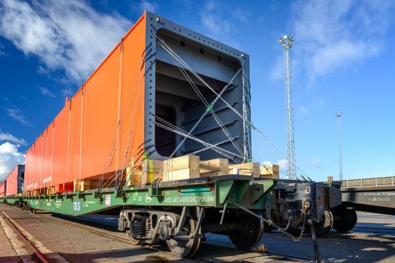 CF&S Transport Crane Parts by Railway